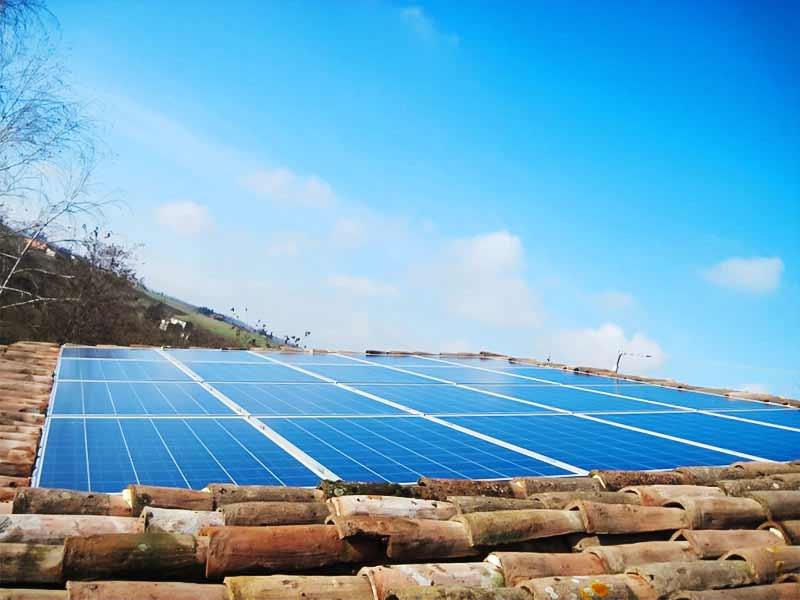 Impianto fotovoltaico integrato su copertura in coppi